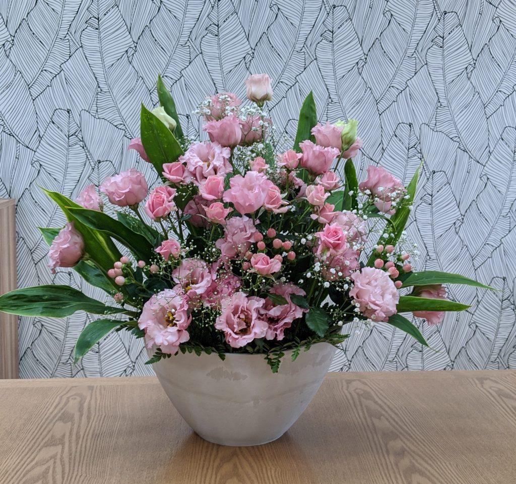 ピンクのバラ 花言葉は「上品」「気品」「しとやか」「暖かい心」「恋の誓い」5月の誕生花です。